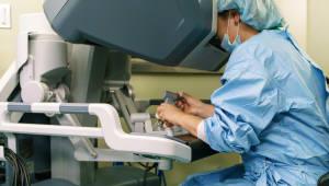 [첨단수술 현장을 가다]<4>배꼽 뚫어 자궁근종 수술, '4차 의료혁명' 현장을 보다
