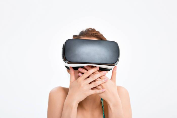 """""""신기하고 인상적"""", 마케팅 블루칩 떠오른 VR"""
