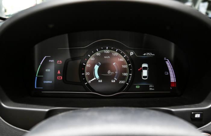 현대자동차 중국 전략형 전기차 '뉴 위에동 EV' 디지털 클러스터