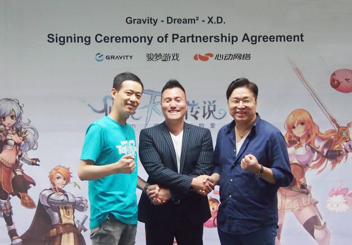 (왼쪽부터)심동네트워크 따이윈지에 부사장-그라비티 박현철 대표이사-드림스퀘어 마이 신롱 부사장
