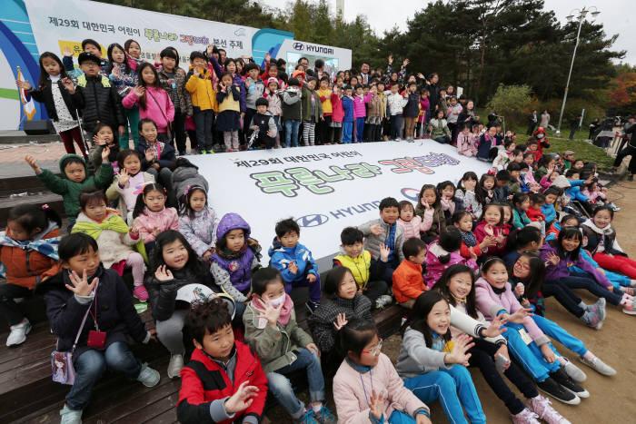 현대차가 대한민국 어린이 푸른나라 그림대회를 개최한다.