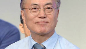 [文 첫 기자회견]지방분권 개헌, 내년 지방선거때까지 완료