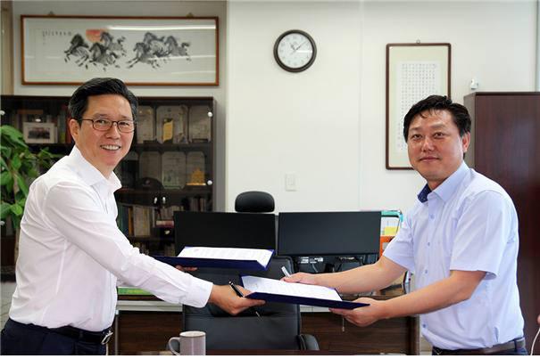 안진호 얀트리 대표(왼쪽)가 추이청쒼 콰징이 본부장을 홍콩 지사장으로 임명했다.(사진=얀트리 제공)