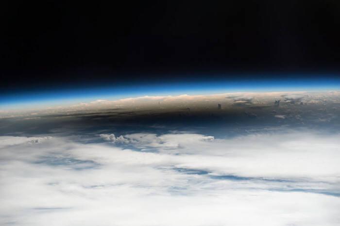 우주에서 바라 본 개기일식 그림자(사진 : NASA)