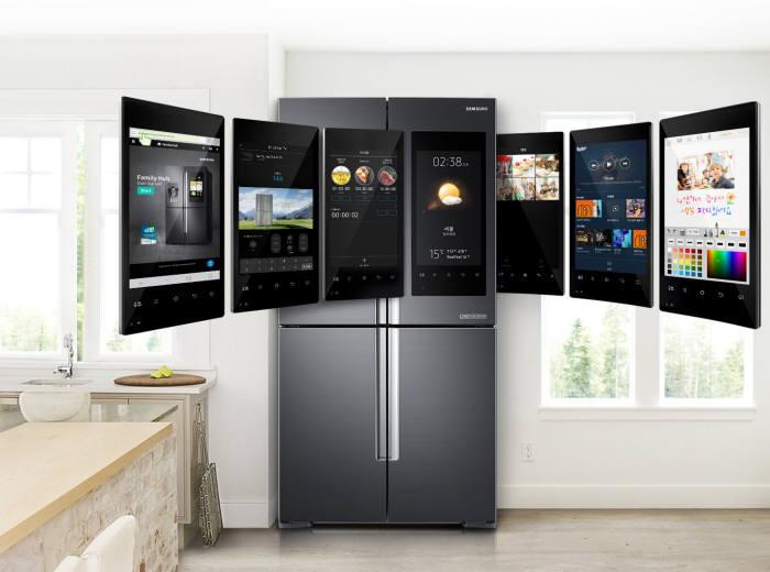 삼성전자는 스마트 냉장고에 적용한 음성인식서비스 '빅스비' 지원 언어를 확대한다. 삼성전자 스마트홈에서 음성인식 허브 역할을 담당할 패밀리허브.