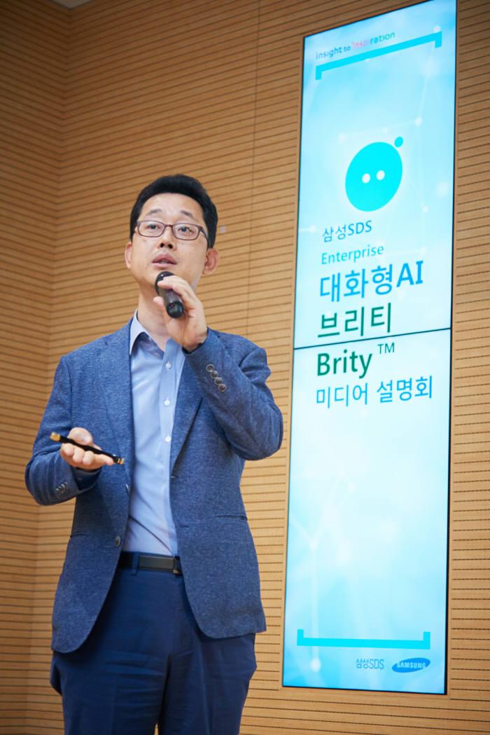 김종필 삼성SDS 상무가 5일 서울 잠실 삼성SDS 본사에서 '대화형 AI 브리티' 기능을 설명하고 있다. 삼성SDS 제공
