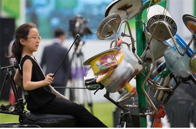 2016년 자원순환의 날 리사이클링아트 전시. [자료:환경부]