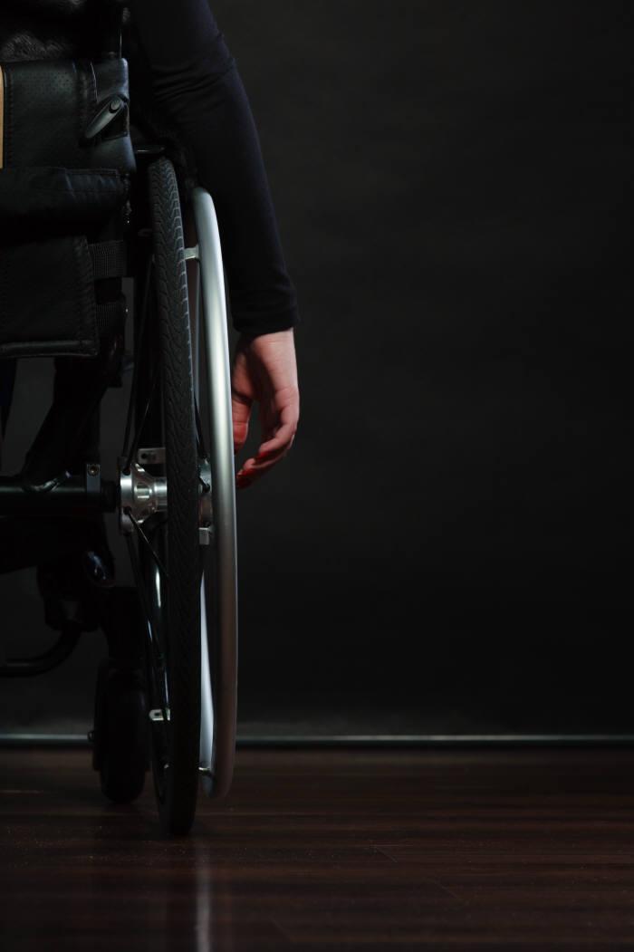 최종구 금융위원장(왼쪽)이 지난 7일 열린 '장애인 금융 이용 관련 간담회'에서 발언하고 있다.