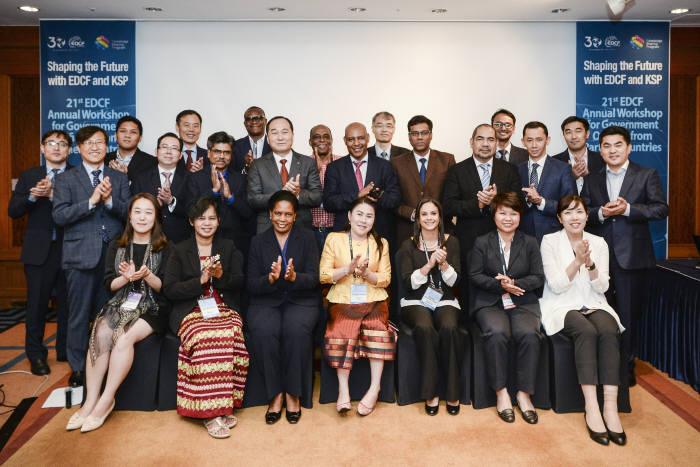 수출입은행은 베트남, 탄자니아, 니카라과 등 17개 개도국 고위공무원들을 서울로 초청해 2박3일간의 일정으로 'EDCF 워크숍'을 개최했다.