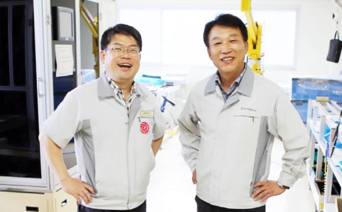신흥에스이씨의 황만용(왼쪽), 김기린 공동 대표. 창업주부터 시작된 동업 체제를 40년 가까이 이어온 보기 드문 기업이다. (사진=신흥에스이씨)