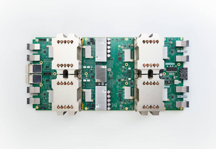구글이 개발한 인공지능을 위한 딥러닝 가속기 TPU.