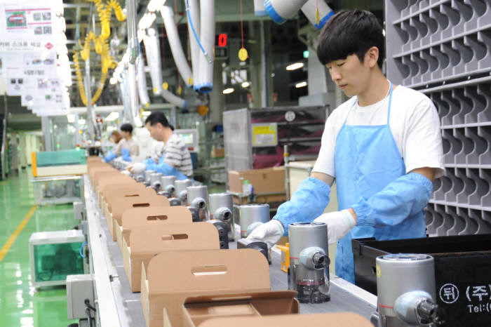 LG 창원공장, 주말에도 코드제로A9 생산 위해 가동