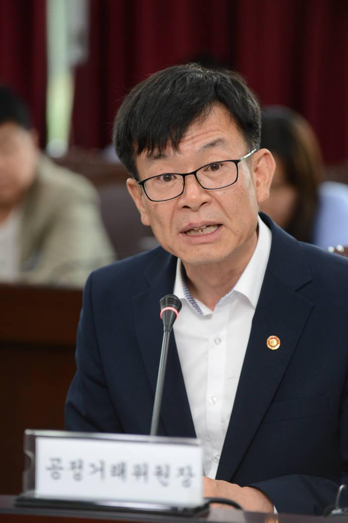 김상조 공정거래위원장이 정부세종청사에서 열린 경제민주화 관련 시민단체와 간담회에서 발언하고 있다.