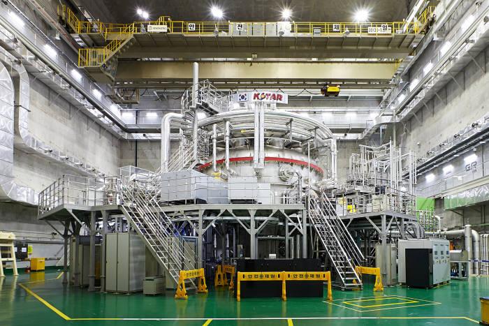 국가핵융합연구소가 운영중인 초전도핵융합장치 KSTAR