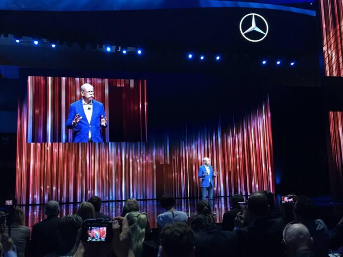 디터 제체 다임러그룹 회장이 11일 저녁 프랑크푸르트 모터쇼 미디어 행사에서 '그룹의 미래 성장 동력으로 전기차'를 지목했다.