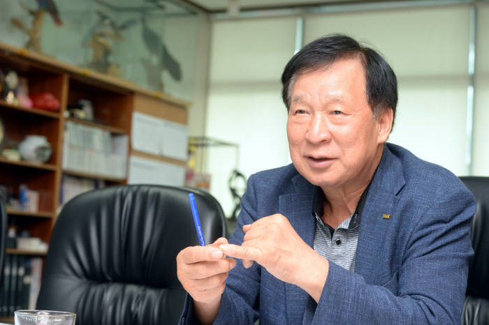 [이현덕이 만난 생각의 리더]<108>자본재 국산화 주역 신계철 인아그룹 회장