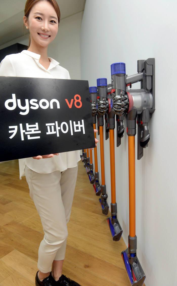 다이슨, 더욱 강해진 무선청소기 'V8 카본 파이버' 출시