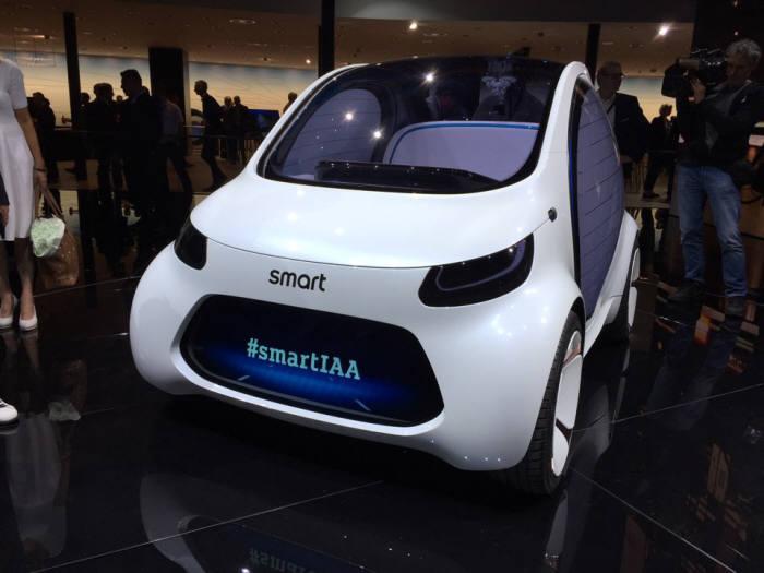 카셰어링으로 이용할 수 있는 자율주행차 '스마트 비전 EQ 포투 콘셉트'.