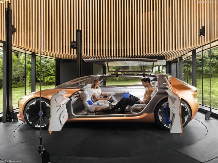 자동차와 주거공간을 연결하는 르노의 자율주행차 '심비오즈'.