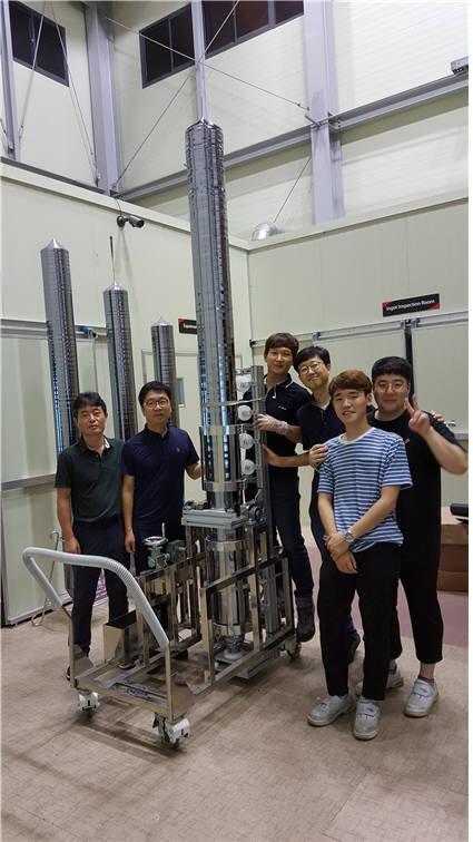 2.8m 실리콘 단결정 잉곳 성장기술을 개발한 에스테크 연구진들.