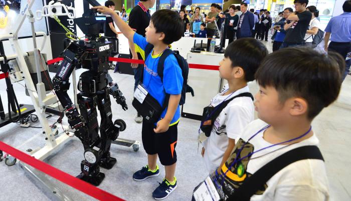 2017 로보월드, 첨단 로봇이 한자리에