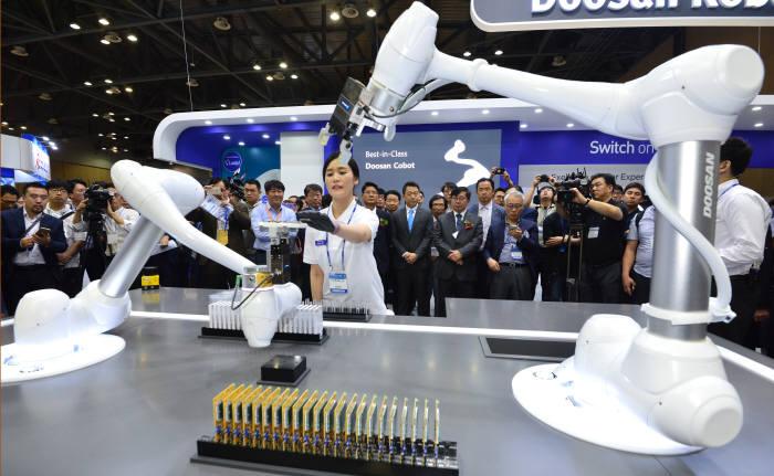 두산로보틱스, 협동로봇이 온도조절기 조립해요