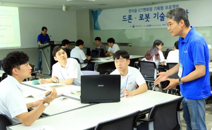 2017년 한이음 ICT 멘토링 기획형 프로젝트 '드론로봇 기술 세미나'.