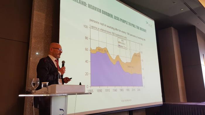 비자 혼카넨 헬싱키대학병원 전략개발본부장이 가상병원에 대해 소개하고 있다.