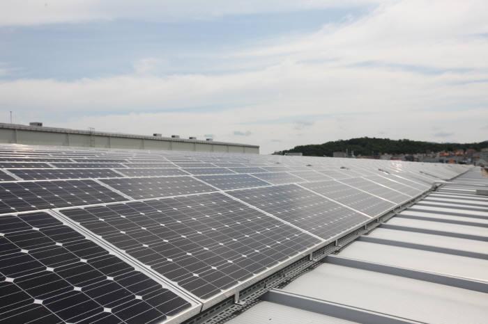 LS산전 청주사업장에 설치된 2㎿ 태양광발전설비. [자료:LS산전]