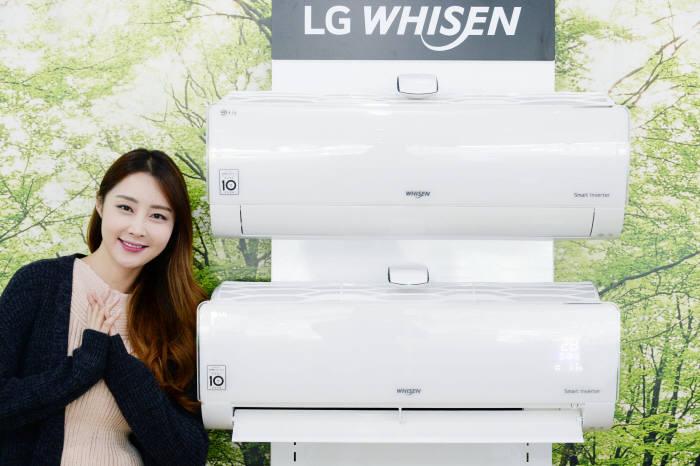 LG전자가 14일 냉방, 제습은 물론 난방, 공기청정 기능까지 갖춘 사계절 융복합 휘센 벽걸이 에어컨을 출시했다.