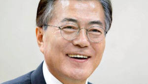 """文 대통령 """"故윤이상 탄생 100돌…통영 시민 노력에 격려"""""""