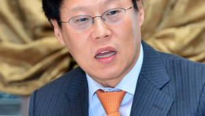 정부 OLED 中 수출 승인 소위원장에 비전문가 논란... 반도체 전문 박재근 교수 선임