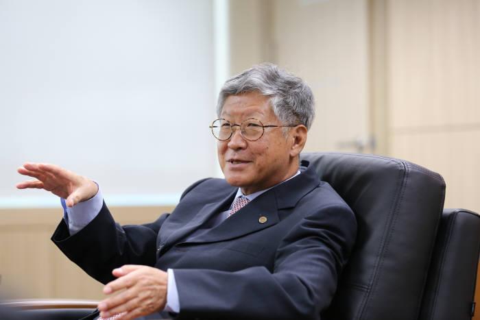 김두철 기초과학연구원(IBS) 원장