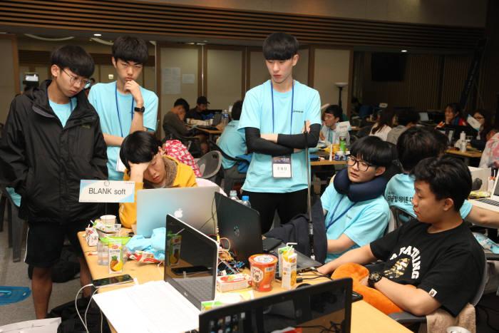제4회 대한민국 SW융합해카톤대회 개발활동 장면