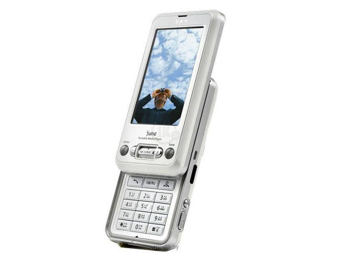 팬택이 2006년 SK텔레콤을 통해 출시한 SKY IM-U100 모델에는 모기퇴치 기능이 탑재됐다.