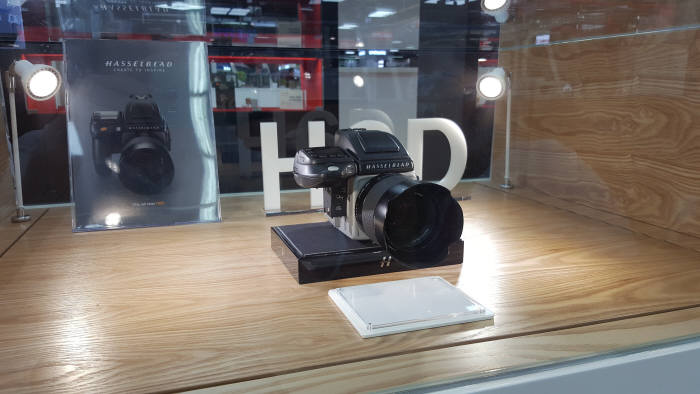 롯데하이마트, 국내 최초 프리미엄 카메라 전문관 열어