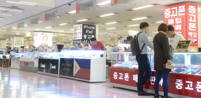 서울 시내 한 휴대폰 전문 매장. 박지호기자 jihopress@etnews.com