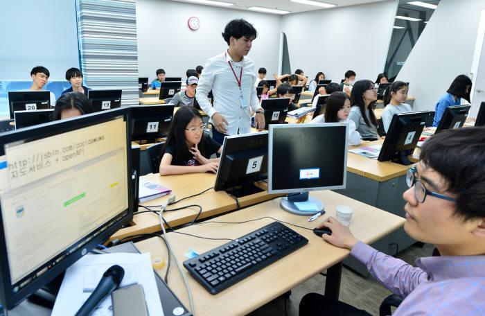 제1회 드림업 브이월드 공간정보 아카데미 교육 모습.