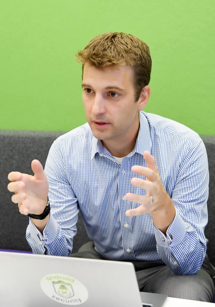 아드리안 루드비히 구글 안드로이드 보안 총괄