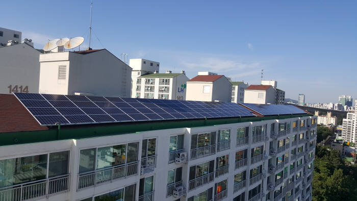 해줌이 태양광 대여사업을 준공한 경기도 군포시 산본동의 임광그대가 아파트.
