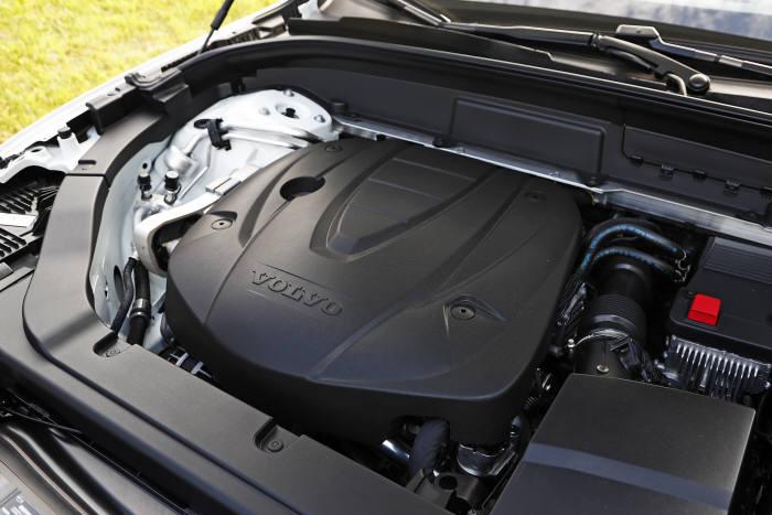 볼보자동차 '더 뉴 XC60' 엔진룸.