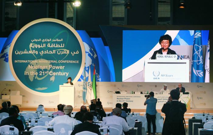 문미옥 청와대 과학기술보좌관은 30일 UAE 아부다비에서 개최된 IAEA 각료회의에 참석해 우리나라의 원전 안전성 강화 노력을 소개했다.