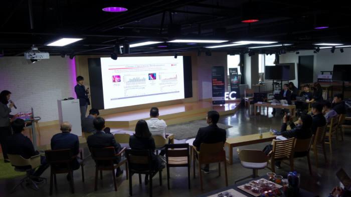 경기도는 7일과 8일 양일간 수원 광교 문화창조허브에서 스타트업과 일본 벤처 캐피털(VC) 투자자가 함께하는 '일본 VC 투자 라운드'를 개최했다.