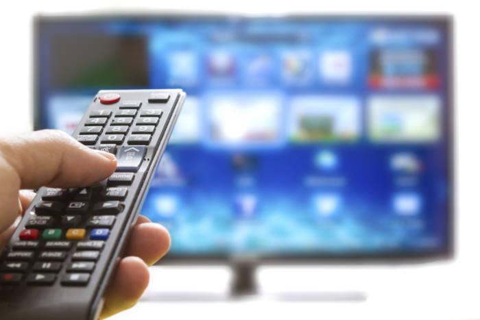 두 플랫폼 간 가입자 역전은 시간문제로 보였다. 그러나 올해 상반기에도 IPTV는 케이블TV를 추월하지 못했다. 시장 포화에 따라 IPTV 성장세가 둔화된 것이 첫 번째 이유다. 계속 감소하던 케이블TV 가입자가 지난해부터 다시 증가세로 돌아선 것도 IPTV와 '골든 크로스'가 일어나지 않은 이유다.