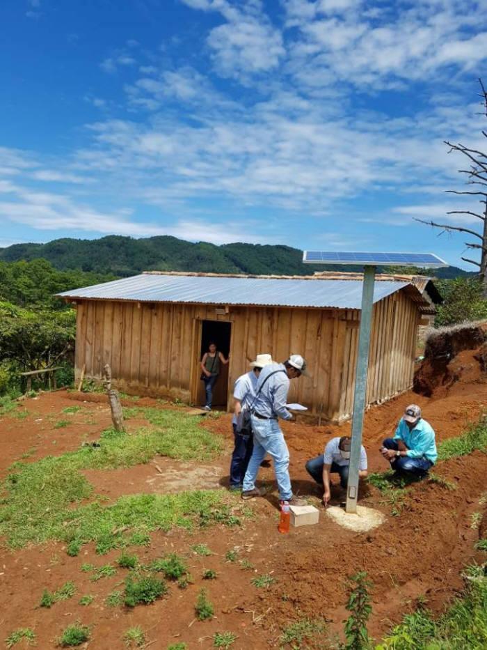 하우스앤비욘드가 온두라스에 설치한 독립형 태양광발전 시스템. [자료:하우스앤비욘드]