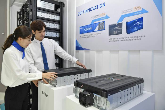 삼성SDI가 올해 인터배터리 2017 행사에서 선보인 대용량 에너지저장장치(ESS) 제품. (사진=삼성SDI)