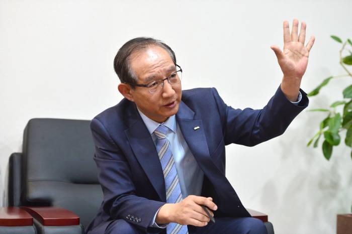 [이현덕이 만난 생각의 리더]<115 >'풀뿌리 정보화' 이끄는 손연기 한국지역정보개발원장
