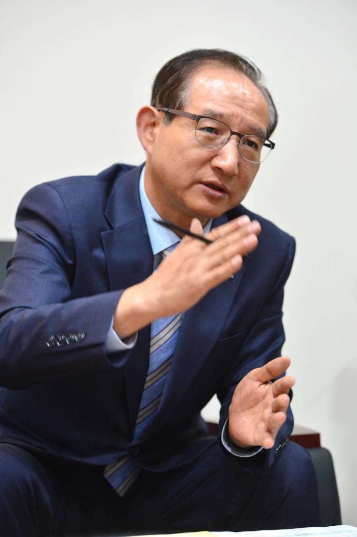 [이현덕이 만난 생각의 리더]<115>'풀뿌리 정보화' 이끄는 손연기 한국지역정보개발원장