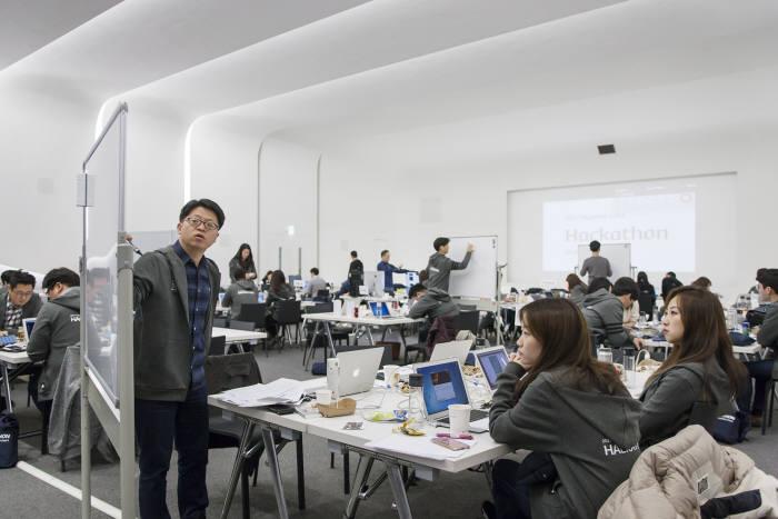 '슈퍼루키·믿을맨·오서방'....그들이 펼치는 IT+금융 콜라보 현대카드