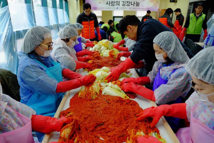 갤럭시아커뮤니케이션즈, 김장김치로 나눈 따뜻한 이웃사랑